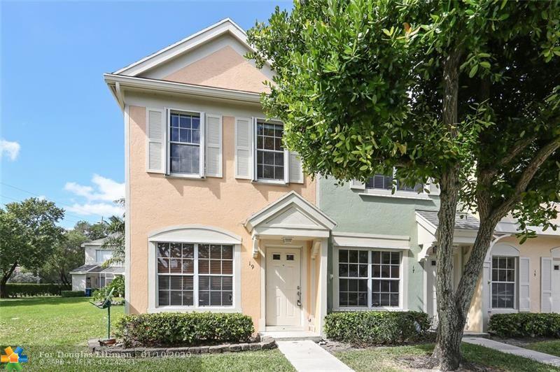 19 Simonton Cir - Weston, Florida
