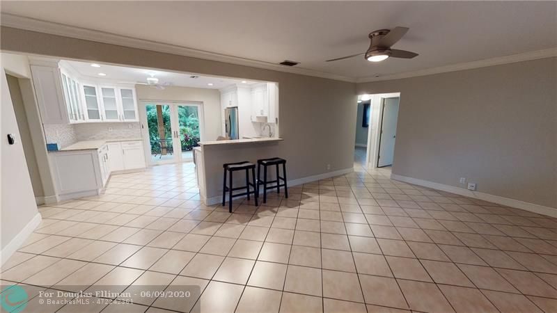 401 NW 35th St - Oakland Park, Florida